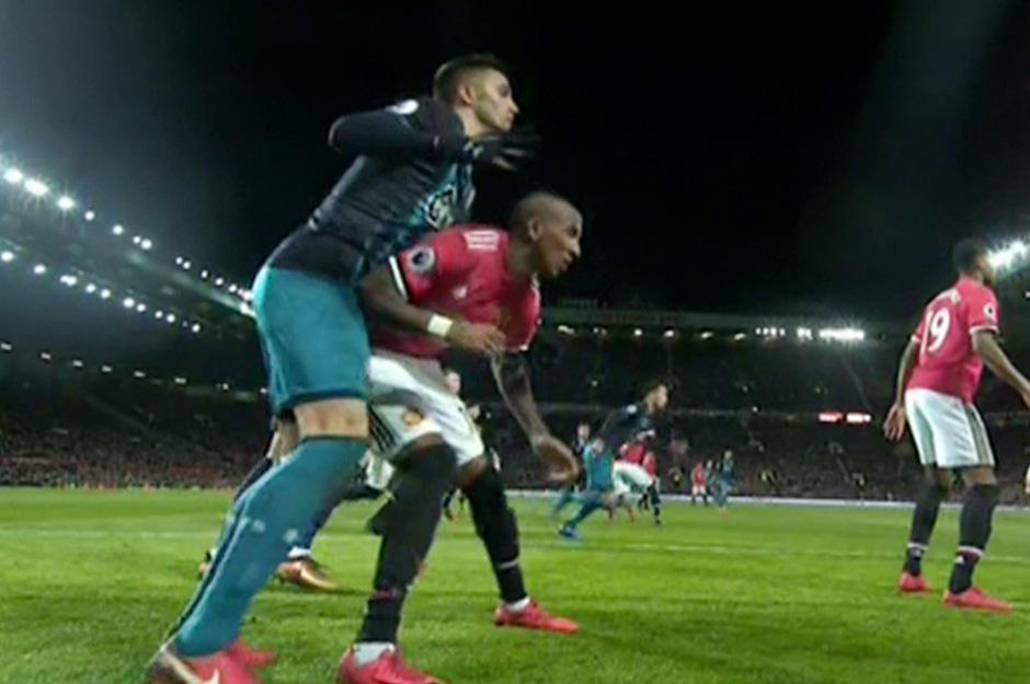 Mourinho gap kho: Tru cot MU nhan an treo gio 3 tran hinh anh 1