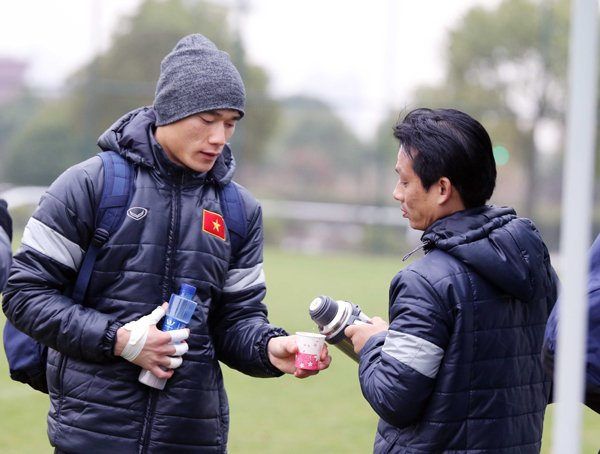 U23 Viet Nam tap kin, doi mu trum khan chong gia ret o Trung Quoc hinh anh 3