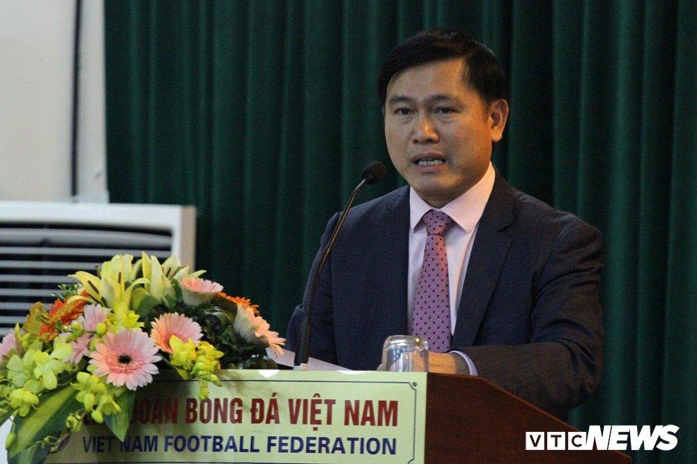 Chu tich HDQT VPF: 'Muon chuyen nghiep phai co tien' hinh anh 1