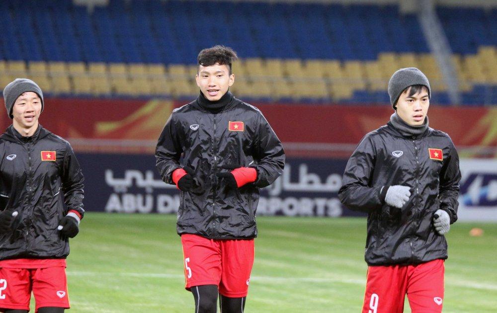 BLV Quang Huy: V-League khien nhieu tai nang 'thui chot', bong da Viet Nam moi o muc ban chuyen hinh anh 1