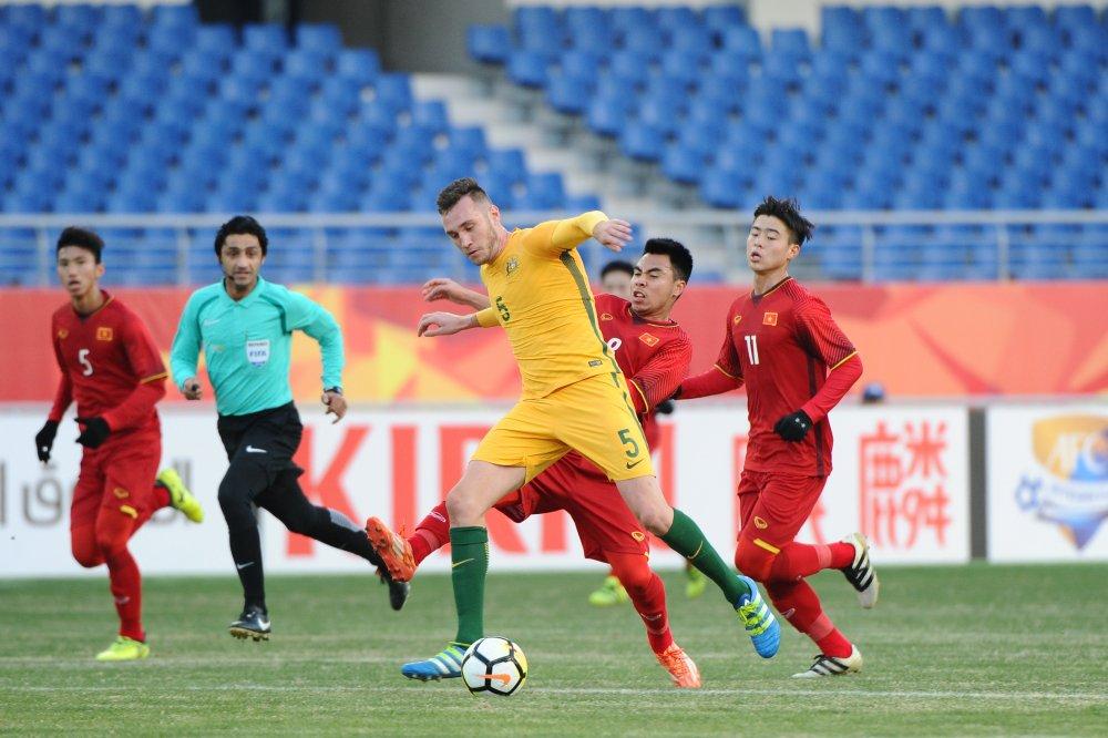 HLV Malaysia: U23 Viet Nam chi biet rinh phan cong, khong dang hoc theo hinh anh 1