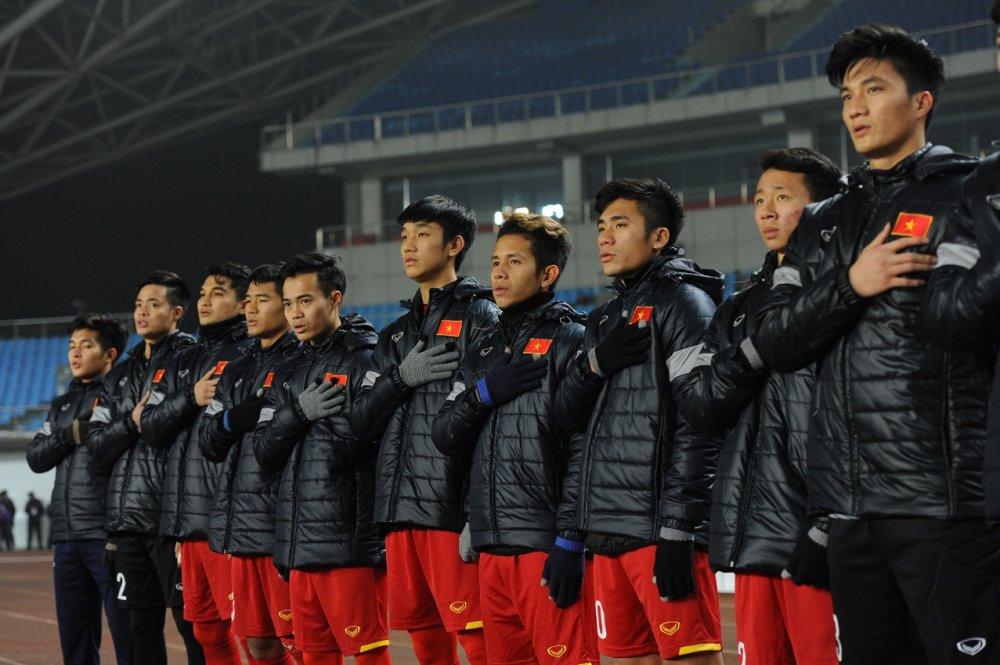 Dai su Viet Nam tai Trung Quoc thuong 5.000 USD cho U23 Viet Nam hinh anh 1
