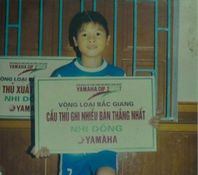 Tuoi tho ngheo kho va cu soc lon trong doi tien ve Quang Hai hinh anh 1