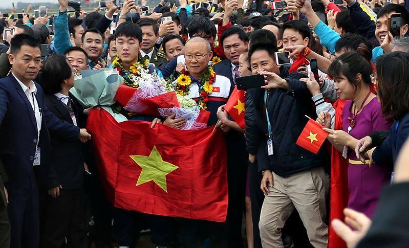 Truc tiep le don U23 Viet Nam ve nuoc: Khong khi soi dong chua tung co hinh anh 72