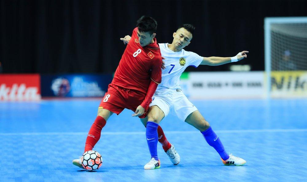 Thung luoi phut chot, Futsal Viet Nam lai om han truoc Malaysia hinh anh 1