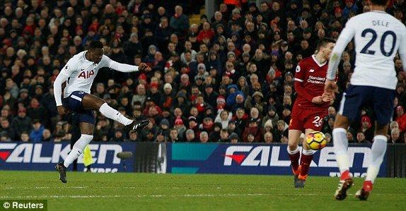 Dinh 2 qua phat den trong 10 phut cuoi, Liverpool hoa kich tinh Tottenham hinh anh 2