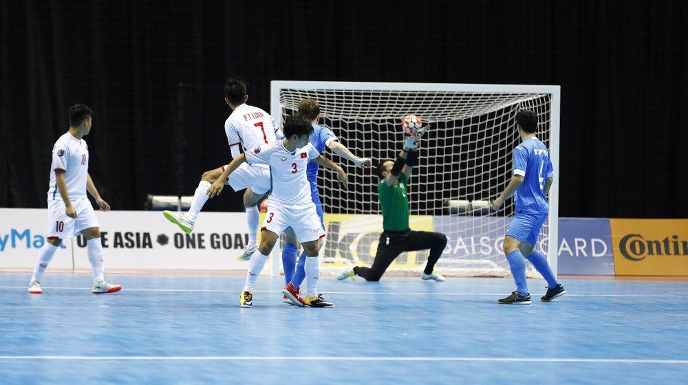 HLV Uzbekistan: Futsal Viet Nam se rat manh trong tuong lai hinh anh 1
