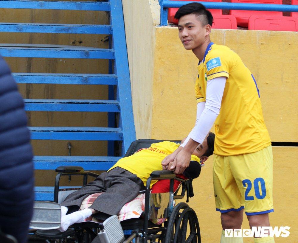 Xuc dong hinh anh cau thu U23 Viet Nam gap go CDV dac biet nhat Nghe An hinh anh 2