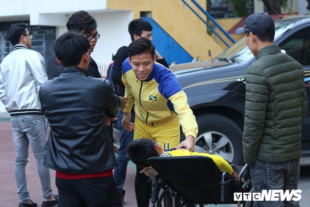 Xuc dong hinh anh cau thu U23 Viet Nam gap go CDV dac biet nhat Nghe An hinh anh 3
