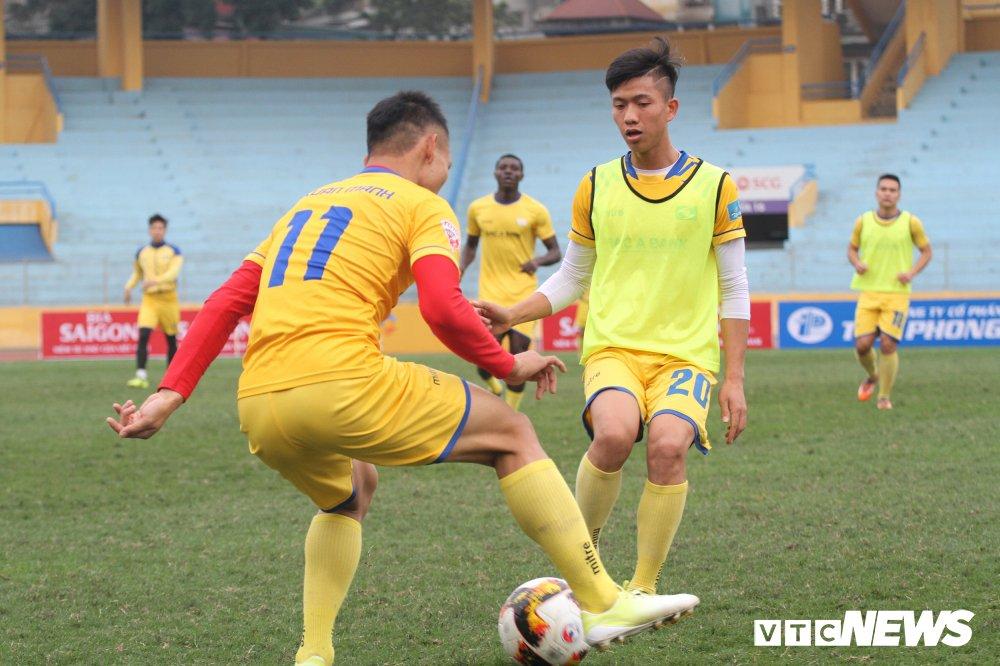 Dinh Thanh Trung khen ngoi dan em U23 Viet Nam truoc tran Sieu cup hinh anh 1