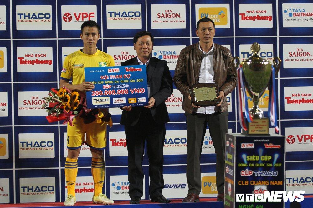 Anh: CDV xu Nghe ap dao tren khan dai, SLNA mat Sieu cup ve tay Quang Nam hinh anh 11