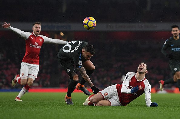 Arsenal: Khi nhung dua tre mang guong mat gia nua hinh anh 1