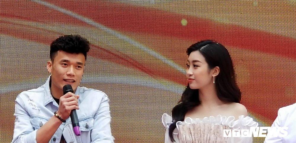Video: Bui Tien Dung ben len nghe hoa hau Do My Linh ke chuyen lam dep hinh anh 2