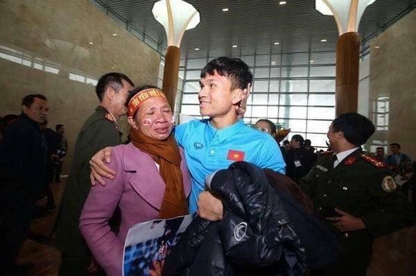 Me tuyen thu U23 Viet Nam: Doi den may cung khong de con bo bong da hinh anh 4