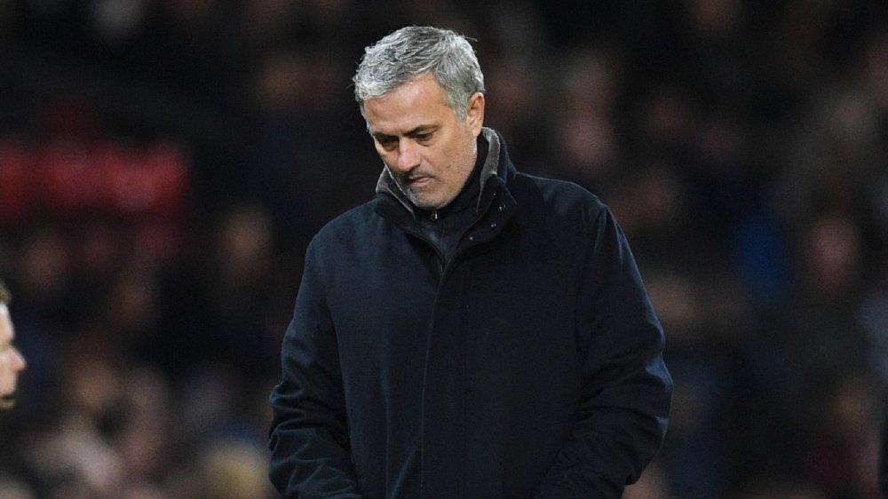 Mourinho va bong ma trong nha hat hinh anh 1