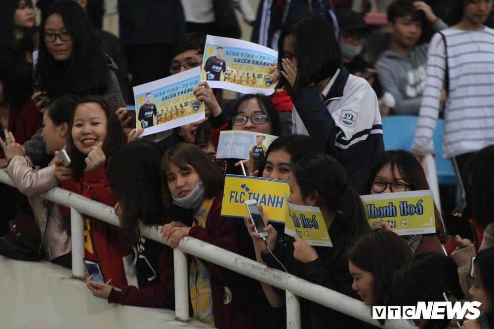 FLC Thanh Hoa bi cam hoa, ngoai binh gan mac Serie A lo nguyen hinh