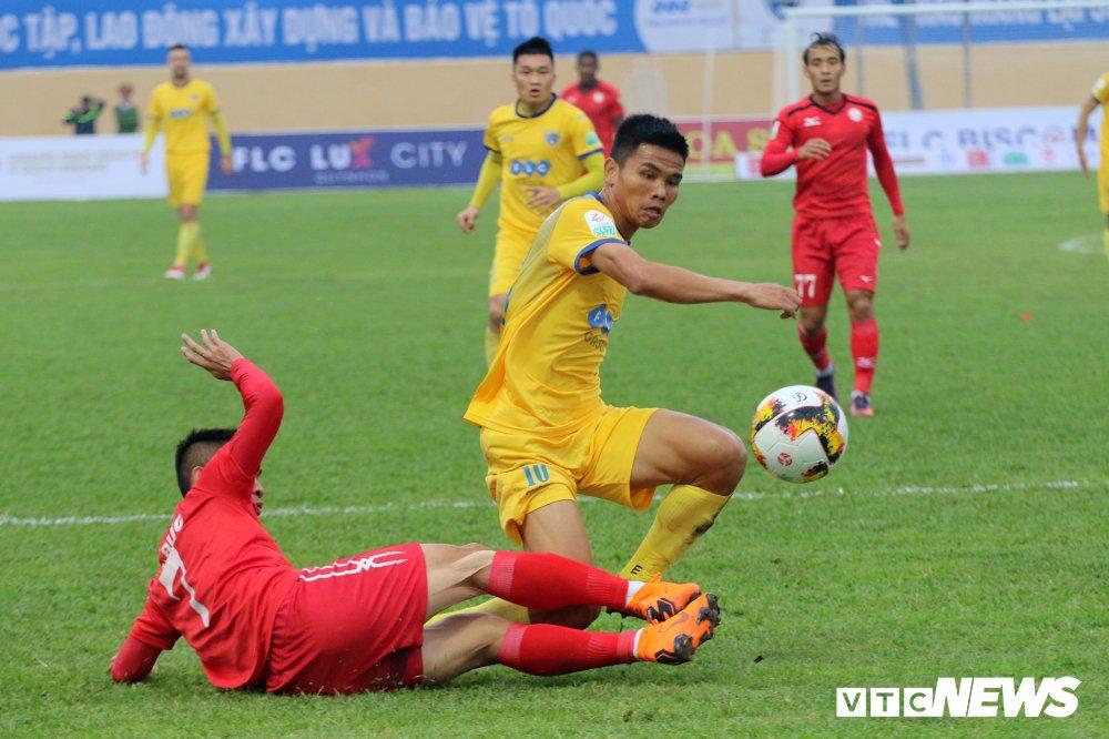 Video truc tiep FLC Thanh Hoa vs TP.HCM vong 2 V-League 2018 hinh anh 5