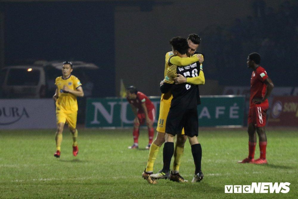 Video truc tiep FLC Thanh Hoa vs TP.HCM vong 2 V-League 2018 hinh anh 1