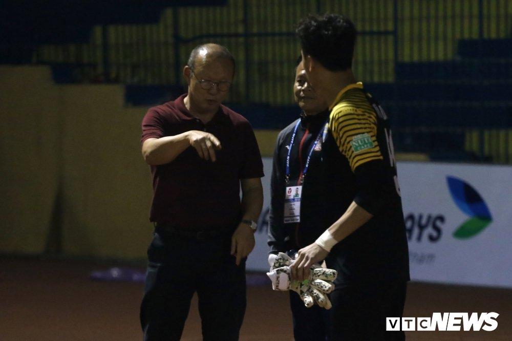 HLV Park Hang Seo xuong tan san dan do, CDV vay kin phong thay do cho Bui Tien Dung hinh anh 8