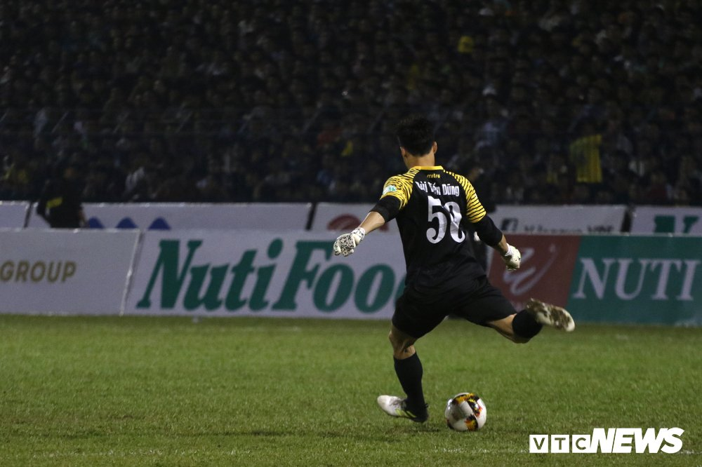 HLV Park Hang Seo xuong tan san dan do, CDV vay kin phong thay do cho Bui Tien Dung hinh anh 3