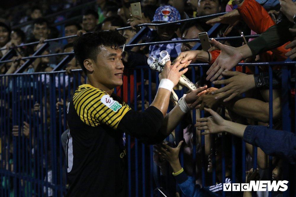 HLV Park Hang Seo xuong tan san dan do, CDV vay kin phong thay do cho Bui Tien Dung hinh anh 6
