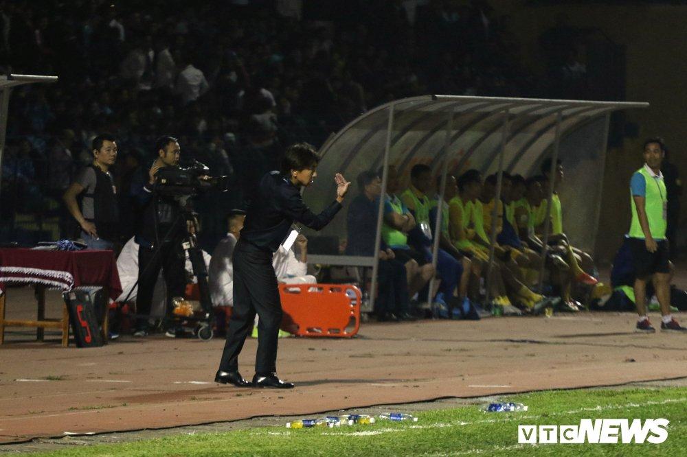 Thua tran ra quan V-League, HLV Miura che tham te san Thanh Hoa hinh anh 5