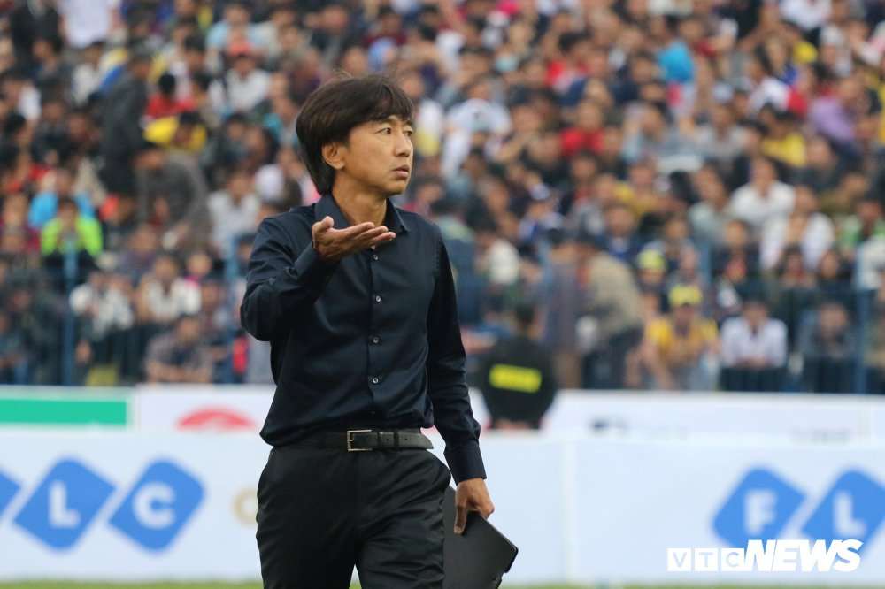 Thua tran ra quan V-League, HLV Miura che tham te san Thanh Hoa hinh anh 2