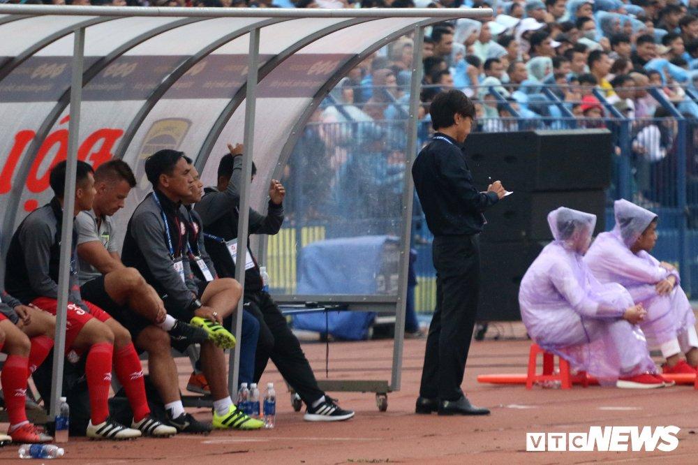 Thua tran ra quan V-League, HLV Miura che tham te san Thanh Hoa hinh anh 4