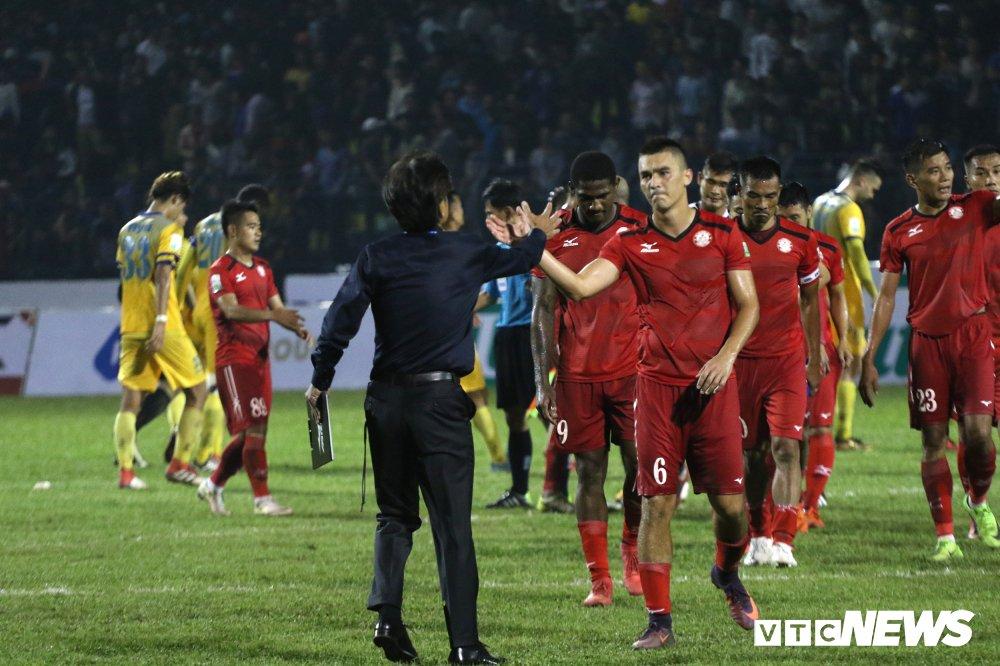 Thua tran ra quan V-League, HLV Miura che tham te san Thanh Hoa hinh anh 6