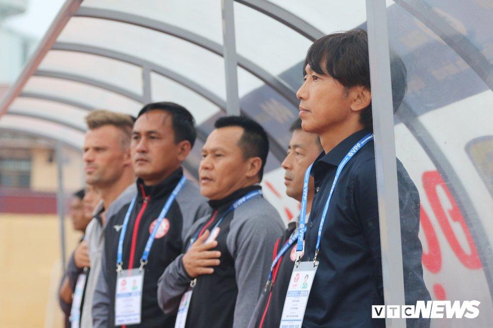Thua tran ra quan V-League, HLV Miura che tham te san Thanh Hoa hinh anh 3