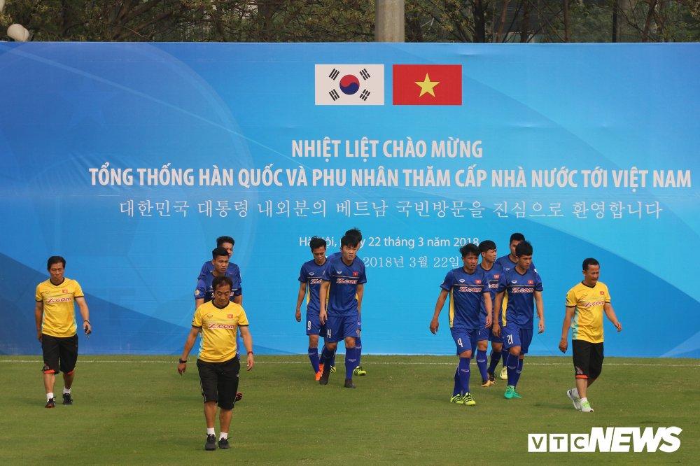 Truc tiep: Tong thong Han Quoc giao luu voi tuyen Viet Nam hinh anh 2