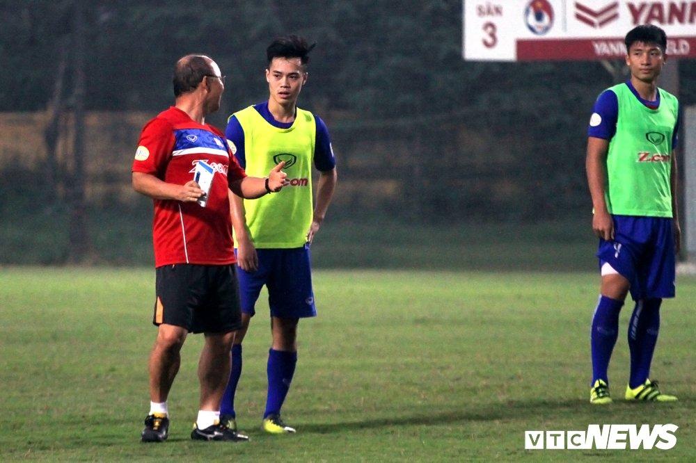 Van Toan phai du bi vi dinh kien cua 'canh tay phai' thay Park? hinh anh 1