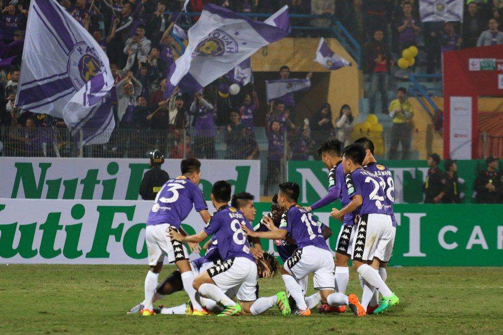 CLB Ha Noi sap cham cot moc 120 chien thang o V-League hinh anh 1