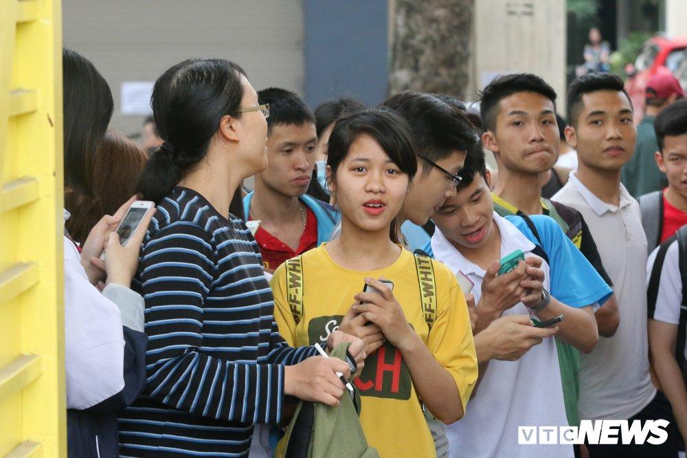 HAGL tap kin, fan nu kien nhan doi hang gio truoc cong Hang Day hinh anh 3