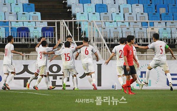 HLV U19 Viet Nam: U23 Viet Nam la hinh mau cua chung toi hinh anh 1