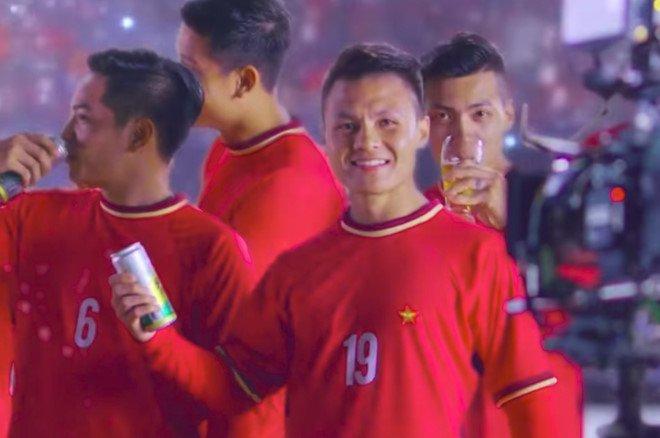 Vi sao Quang Hai mac ao nhai U23 Viet Nam quang cao bia? hinh anh 1