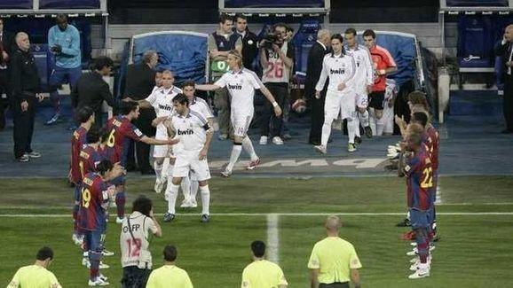 Barca vs Real: Ghet nhau den ca hang rao danh du hinh anh 2