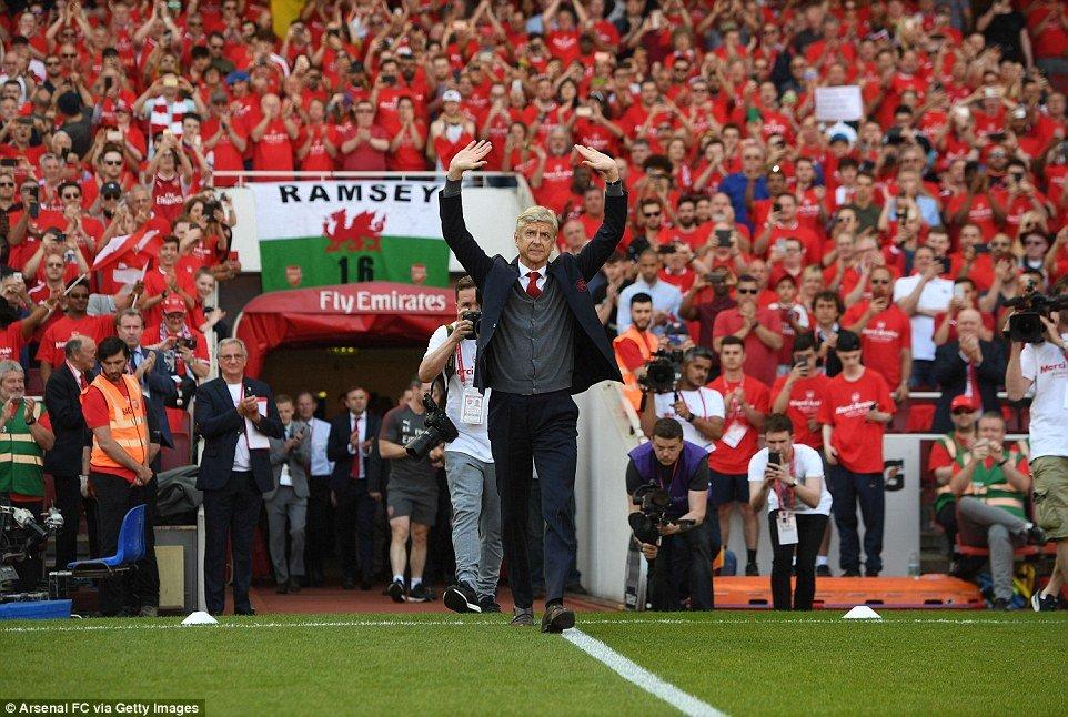 Arsenal thang tung bung ngay HLV Wenger chia tay san Emirates hinh anh 1