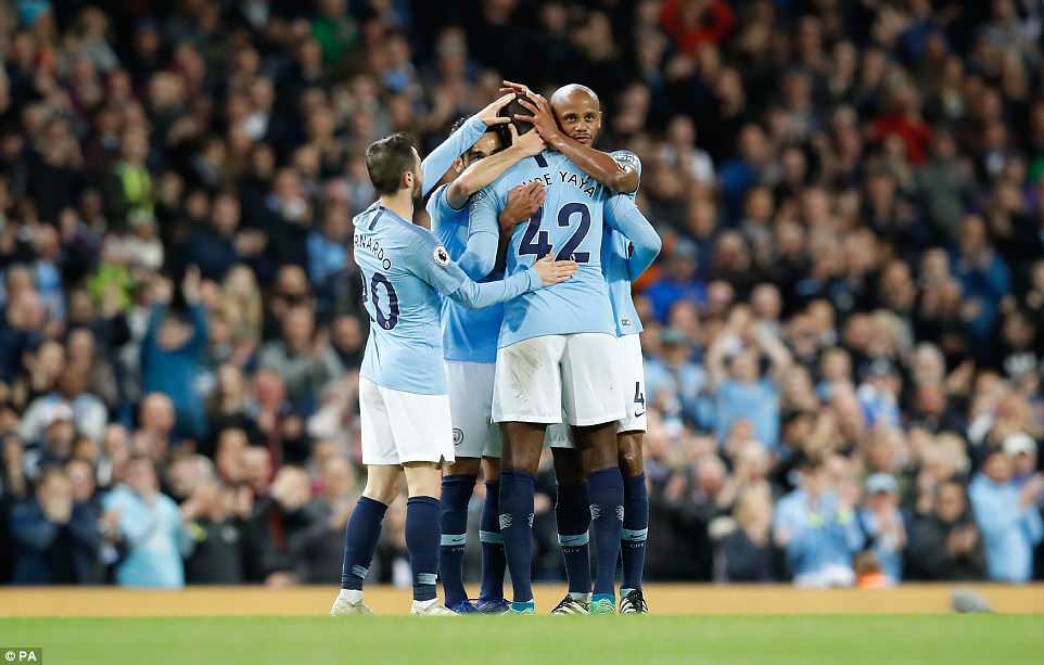 Thang Brighton, Manchester City lai pha them ky luc Ngoai Hang Anh hinh anh 1