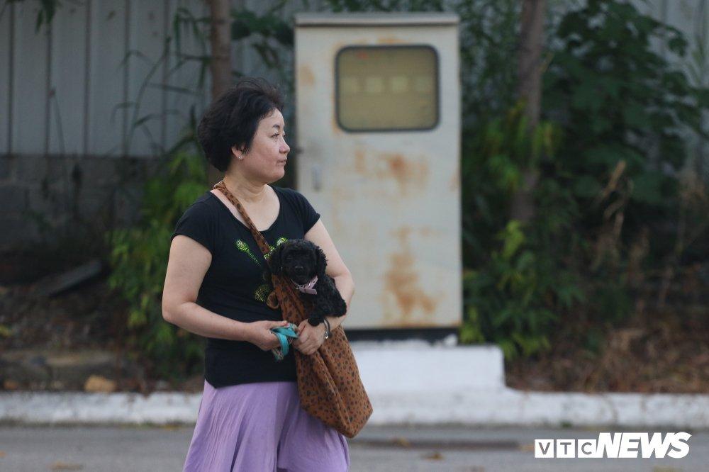 HLV Park Hang Seo 'hoi xuan' cuc de thuong, khoe ky nang da bong nhu thoi tre hinh anh 17