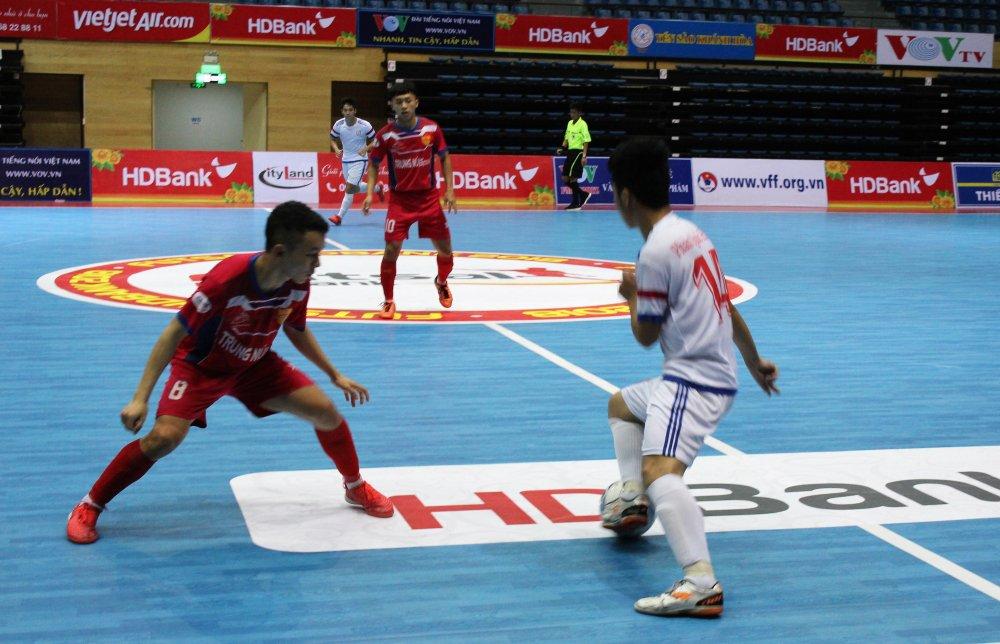 Futsal HDBank VDQG 2018: Sanatech Sanest Khanh Hoa, Hoang Thu Da Nang thang derby hinh anh 2