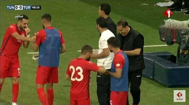 Da World Cup trung thang Ramadan, cau thu Tunisia dung 'ke la' chong doi hinh anh 2