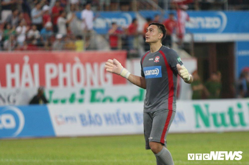 Dang Van Lam toa sang o V-League: 'Toi khong nghi day la may man' hinh anh 1
