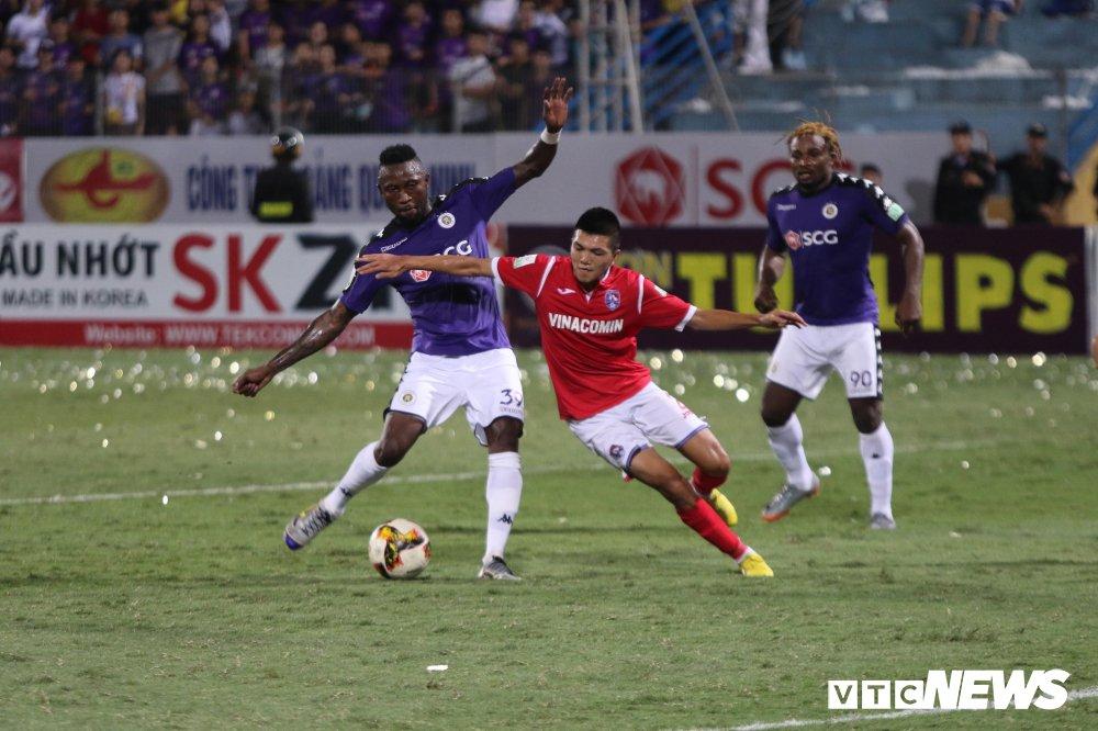 Thang dam Than Quang Ninh, CLB Ha Noi 'vo doi' luot di V-League hinh anh 1