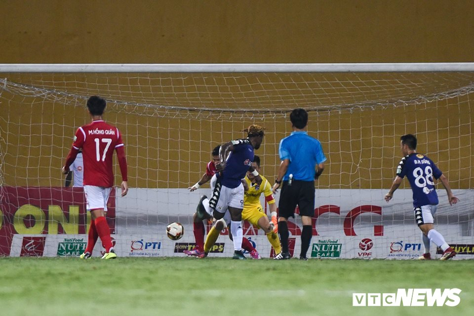 Sinh nhat 12 tuoi, CLB Ha Noi ngao nghe tren dinh V-League hinh anh 4