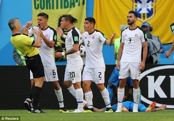 VAR phat hien Neymar an va, trong tai 'be coi' tuoc phat den cua Brazil hinh anh 2