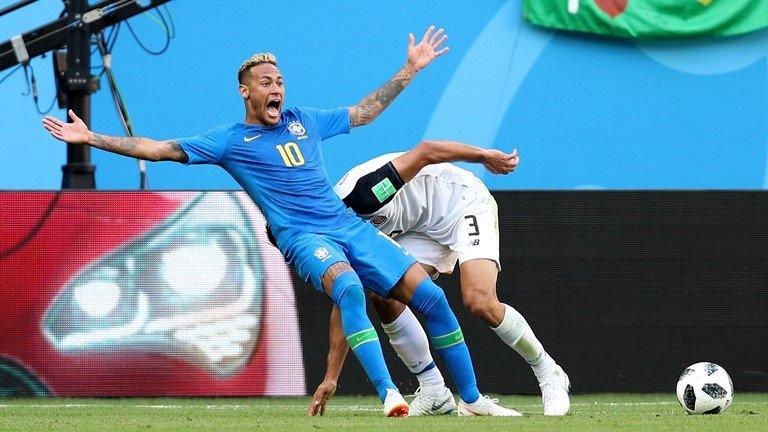 VAR phat hien Neymar an va, trong tai 'be coi' tuoc phat den cua Brazil hinh anh 1