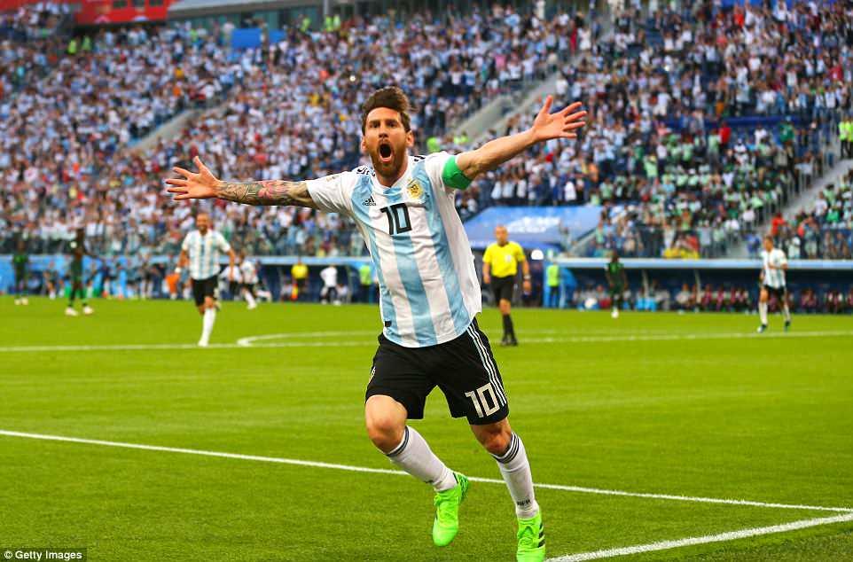 Chi mot cai om, Messi khien HLV Argentina tu hao khon xiet hinh anh 1