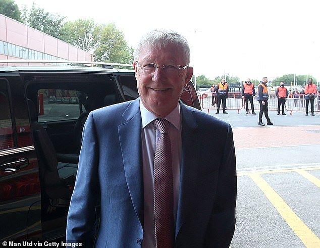 Sir Alex Ferguson day lui bao benh, tran day sinh luc co vu MU tren san Old Trafford hinh anh 6