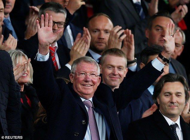 Sir Alex Ferguson day lui bao benh, tran day sinh luc co vu MU tren san Old Trafford hinh anh 3